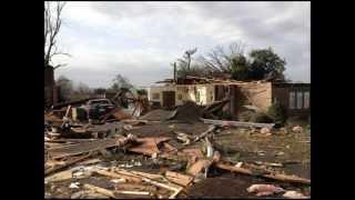 Harrisburg (IL) United States  city photos gallery : EF4 tornado that hit Harrisburg Illinois on Febuary 29, 2012.wmv