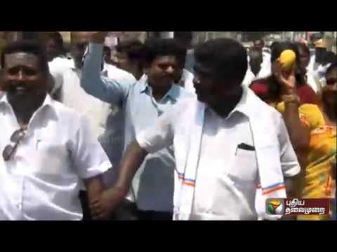 Prachara-Medai-PMK-functionaries-campaign-with-their-symbol--Mangoes