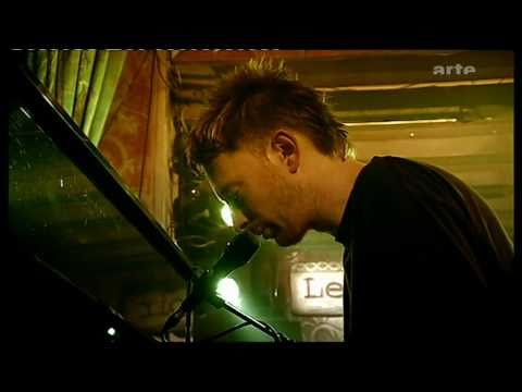 Thom Yorke from Radiohead - Fog (Again) | Live on Music Planet 2nite, 2003