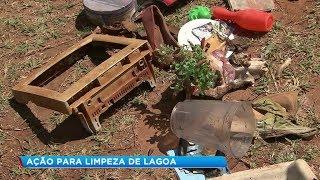 Voluntários fazem limpeza na lagoa da Quinta da Bela Olinda em Bauru