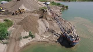 Video Northwest 9570 dragline dipping out sand out of water. MP3, 3GP, MP4, WEBM, AVI, FLV Desember 2018