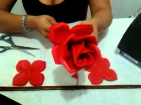 Flores hechas con foami paso a paso - Imagui