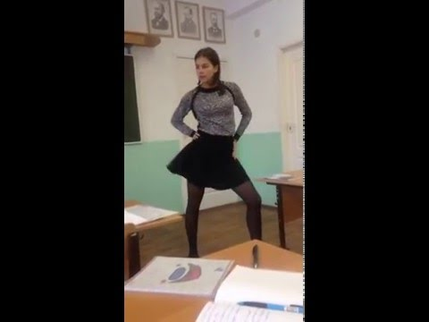 Девушка танцует в коридоре видео фото 195-884