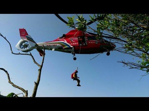 女登山跌落陡坡 直升機吊掛救援[影]