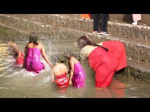(Sali Nadi एक बिहानै साली नदीमा यस्तो अबस्थामा महिलाहरु|| Nepali Women Taking Holy Bath in Saali Nadi - Duration: 7 minutes, 46 seconds.)