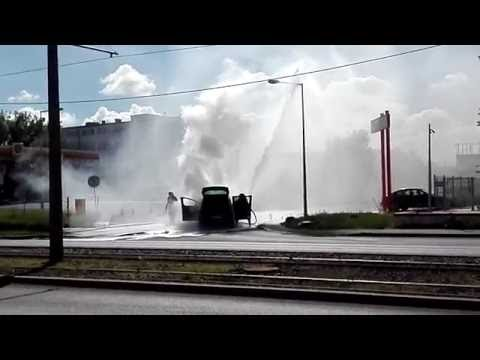 Toruń. Pożar auta - Szosa Lubicka