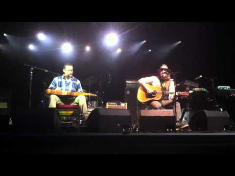 """Pleasure and Pain"" Live at Monte-Carlo Sporting, Salle des étoiles 01/08/11  Tom Freund & Ben Harper"