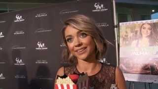 Nonton Sarah Hyland Talks About Producing and Starring In