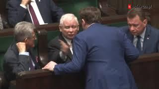 Dyscyplina w partii musi być… Prezes Kaczyński w sejmie ostro zrugał posła Tarczyńskiego.