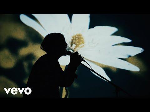 , title : 'SIX LOUNGE - 「天使のスーツケース」 Music Video'