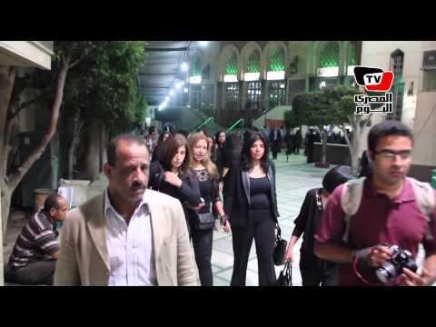 ليلي علوي في عزاء والدة المخرجة كاملة أبو ذكري