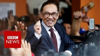 Video Malaysia's Anwar Ibrahim freed from jail after Mahathir election win - BBC News MP3, 3GP, MP4, WEBM, AVI, FLV Mei 2018