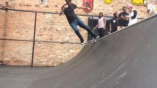 Video Tony Hawk shows off his moves at new skate park in Downtown Detroit MP3, 3GP, MP4, WEBM, AVI, FLV Oktober 2017