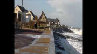 Asnelles France  city photos gallery : Grosses vagues/grandes marées février 2014