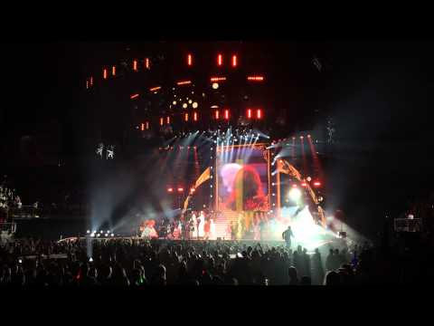 VIDEO: Swiftie Stage Rush