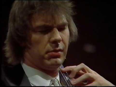 Julian Lloyd Webber plays Elgar Cello Concerto live