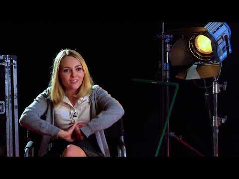 Down a Dark Hall - Itw Anna Sophia Robb (official video)