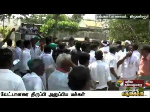 People-stop-ADMK-candidate-from-seeking-votes-in-Thiruvallur