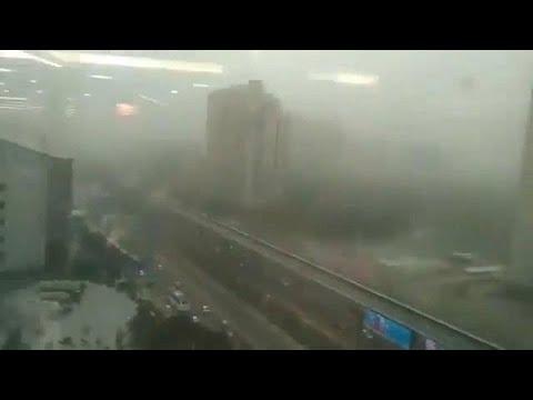 العرب اليوم - شاهد: العواصف الترابية تخلّف ورائها ضحايا بالمئات
