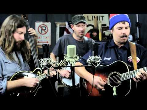 Bluegrass - Greensky Bluegrass perform 