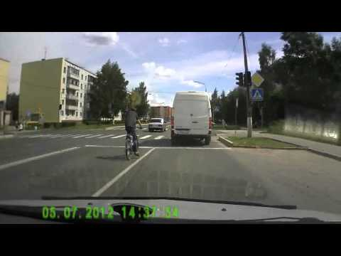 Кириши. Велосипедист (видео)