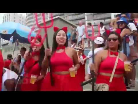 Βραζιλία: Διάβολοι, ντίβες και χορευτές στην παρέλαση του Ρίο για το καρναβάλι