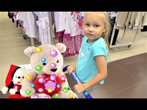 Алиса купила ИГРУШКИ в Детском МИРЕ для детей  Buying toys in baby shop for kids