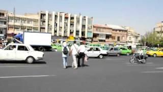 preview picture of video 'Iran 10 Cruzando una plaza de Teherán'