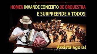 Homem invade concerto de orquestra e surpreende