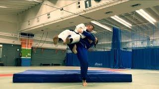 Дзюдо. Бросок прогибом. Бросок через грудь. Judo. Ura-nage