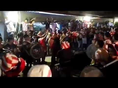 """""""vamos rojiblanco porque esta noche tenemos que ganar #LBK"""" Barra: La Banda de Los Kuervos • Club: Junior de Barranquilla"""