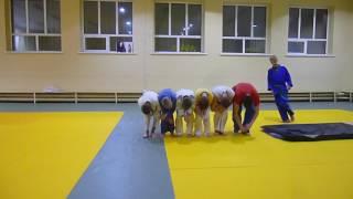 Акробатические упражнения краматорских дзюдоистов