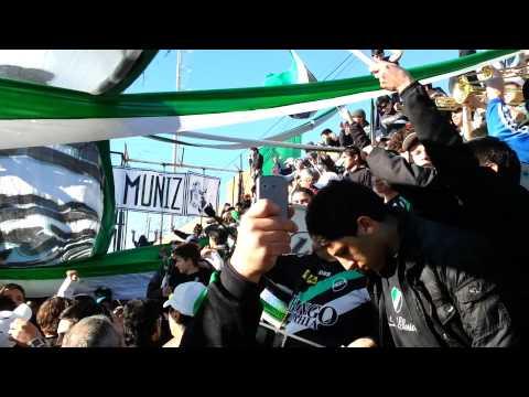 """La Gloriosa alentando contra tiro"" Barra: La Gloriosa • Club: Villa Mitre"