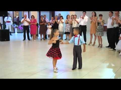 Малыши  танцуют Латино