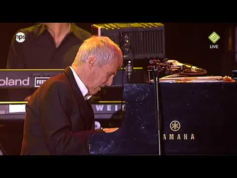 North Sea Jazz 2009 Live - Burt Bacharach - Walk on by (HD)