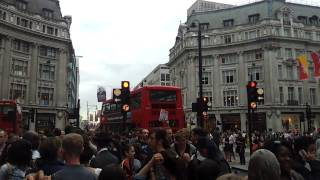 preview picture of video 'London - Oxford Street - overcrowded'