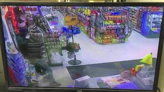 Employees of Cleveland convenience store disarm robber, hold him at gunpoint for police