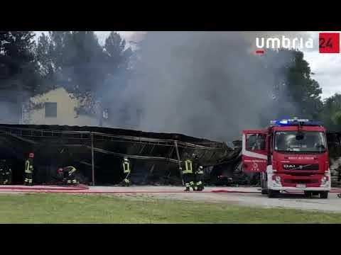 Incendio in una rimessa di camper a Spoleto