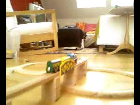 Holzeisenbahn mit Eichhorn Batterie-Lok 1