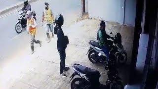 Terekam Kamera CCTV, Pria Berjaket Ojol dan Penumpangnya Curi Sepeda Motor