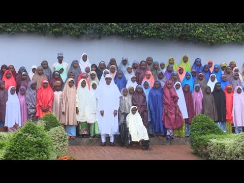 Nigeria: President Buhari meets with released Dapchi girls