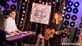 <b>Carrie Newcomer</b>  Full Performance Small Studio Sessions