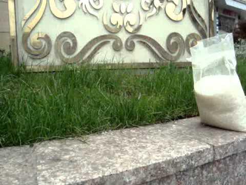 In China ist ein Sack Reis umgefallen