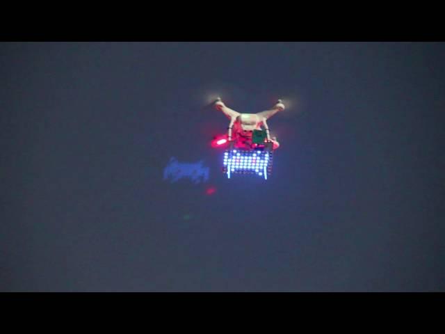 На конференции гиков при помощи дронов сыграли в «Космических захватчиков»