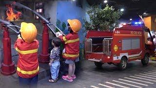 Bé Tập Làm Lính Cứu Hỏa – Bé Đi Chơi Nhà Bóng ❤ AnAn ToysReview TV ❤