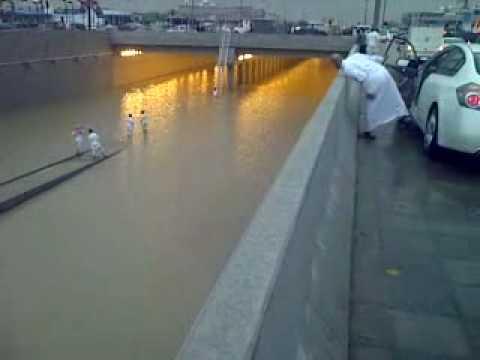 امطار الرياض طريق الامام سعود نفق ابو بكر الصديق 3- 5- 2010
