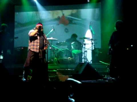Massacre Palestina en vivo - Tell me why - Groove 15042010