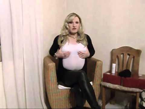 Die Öbungen für die Erhöhung der Brust von den Mädchen