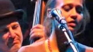 Fiona Apple & Nickel Creek : Waltz (Better Than Fine)
