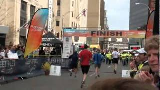 preview picture of video '2011 Flower City Half Marathon Finish'